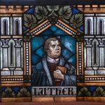 Luther als Fensterbild in der ev. Kirche von Mörschbach